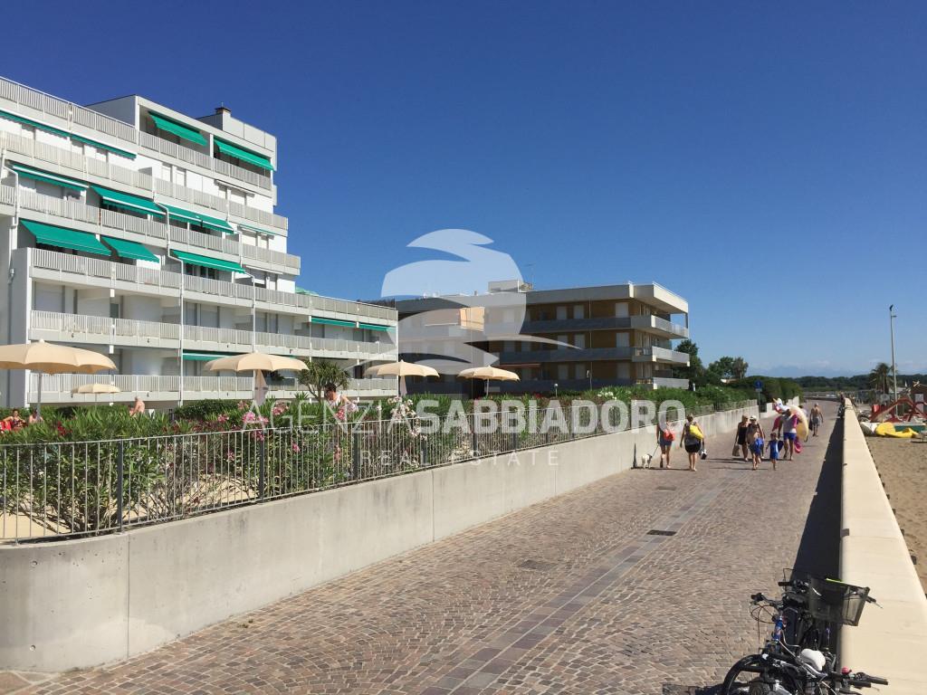 In Vendita A Lignano Sabbiadoro Appartamento Con Vista Mare